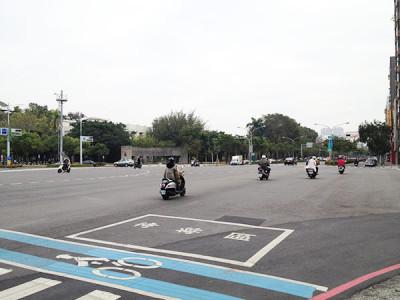 高雄の街の道路
